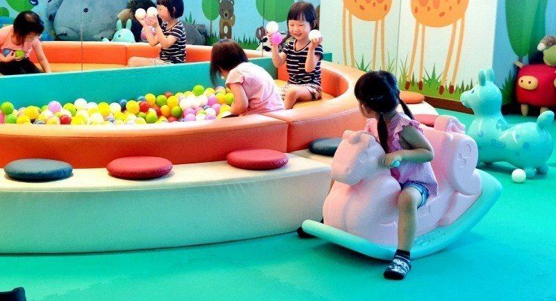 兒童遊戲室的球池。 徐谷楨/攝影