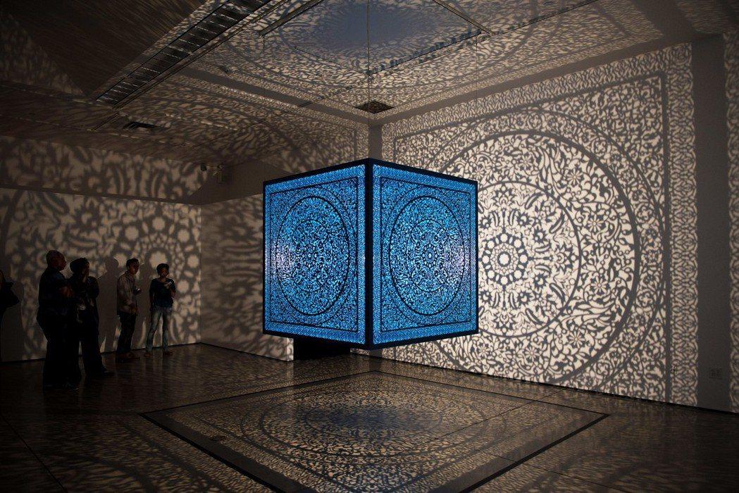 影子魔幻展-阿妮拉‧卡尤姆‧阿嘎-給自己的花_─_土耳其藍。奇美博物館/提供