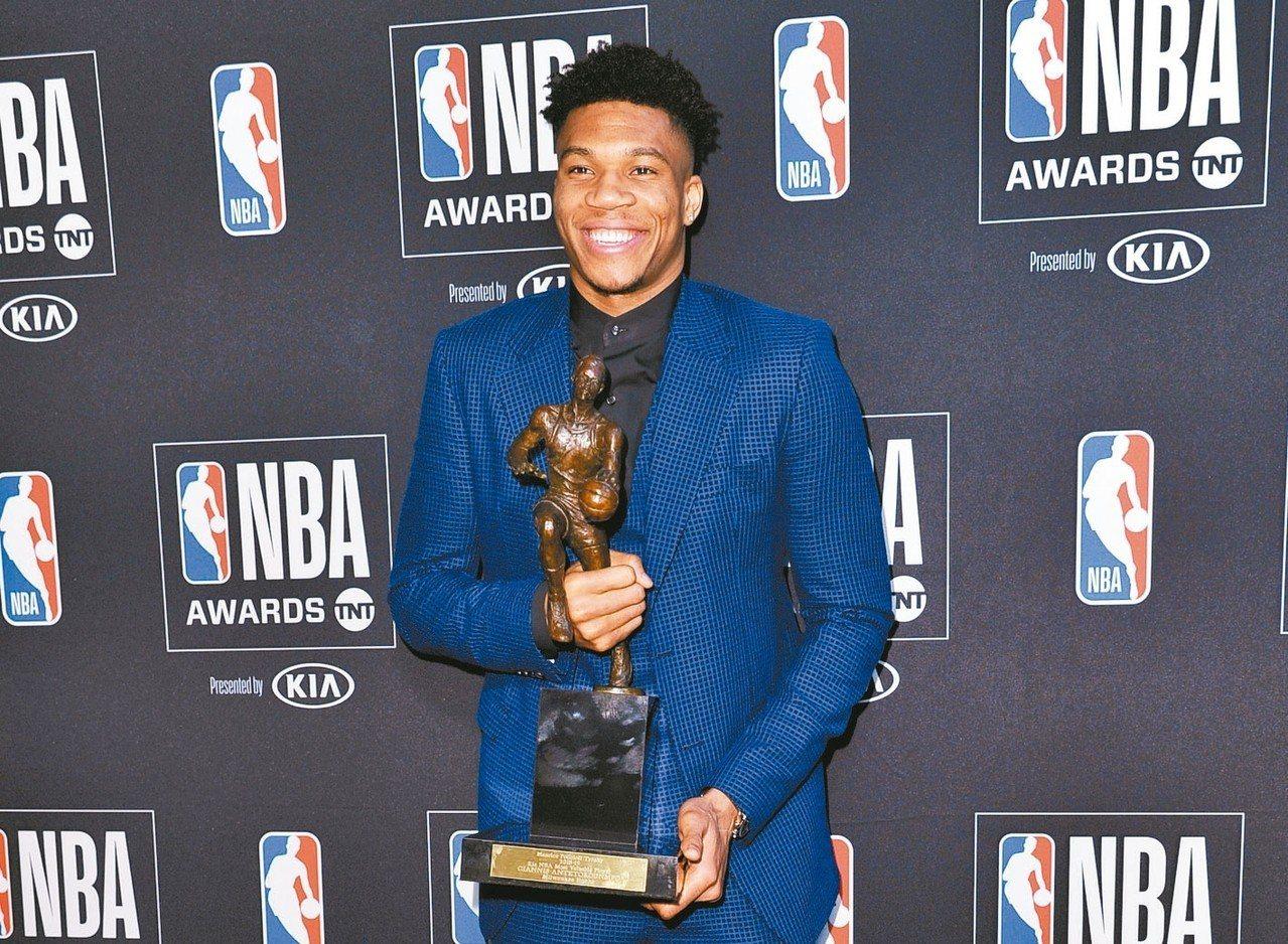 公鹿字母哥安戴托昆波,獲選為年度MVP,隊史第二人, 美聯社