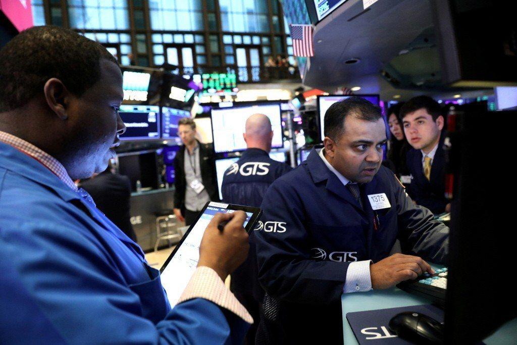美股3大指數小漲或小跌,法人分析,台股短期指標步入過熱區,須留意短線漲多拉回整理...