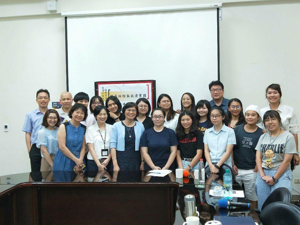 經濟部國際貿易局局長楊珍妮赴致理科大演講。 致理科大/提供。