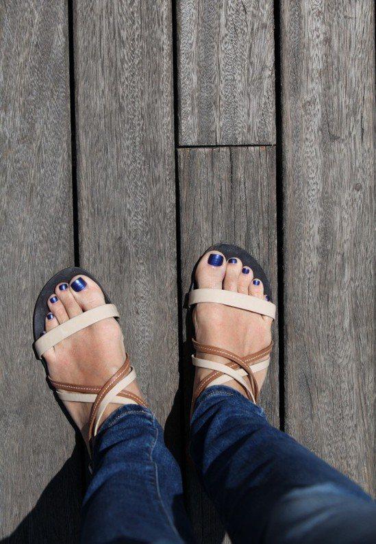 涼鞋、拖鞋示意圖。ingimage