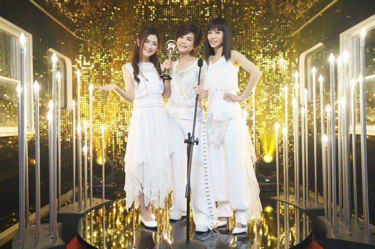 S.H.E在MV裡圓夢,終於3人一起領金曲獎。圖/華研國際提供