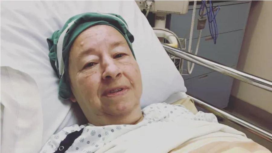 加拿大一名63歲婦人日前因身體不適被緊急送醫,到院時已經量不到血壓,但院方卻把她...