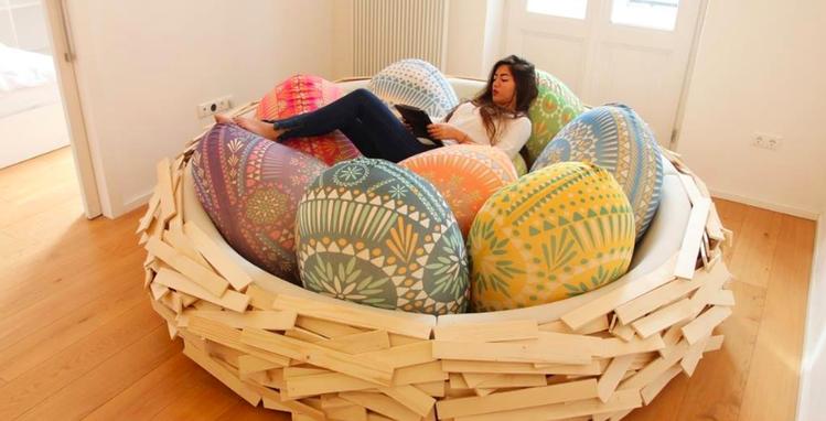 「巨型沙發床」宛如一個巨大鳥巢,光是看圖片就感受到舒適感與安全感。圖/GIAN...
