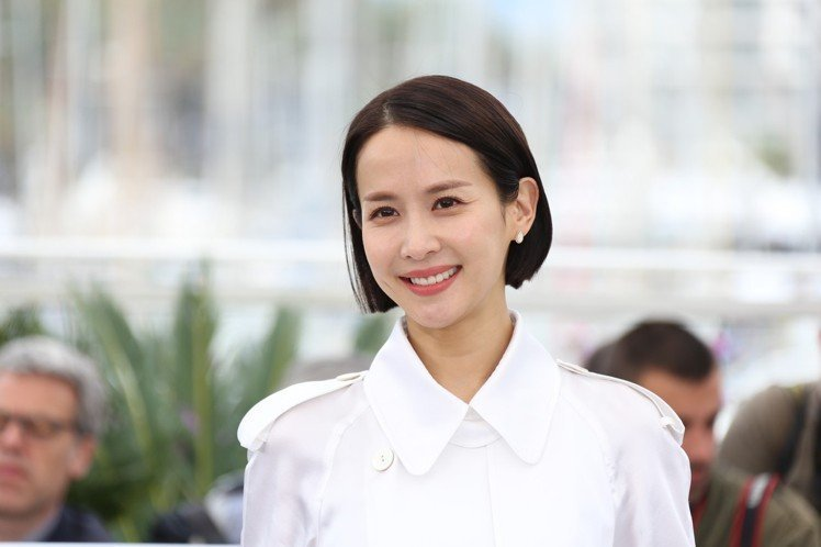 韓國電影《寄生上流》奪得今年坎城影展的金棕櫚獎,這部電影6/28即將在台灣上映,...