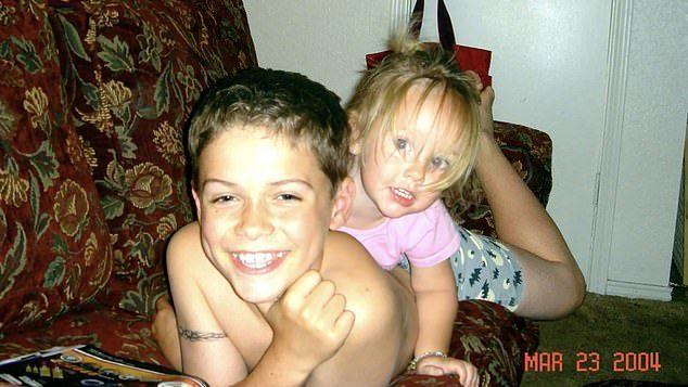 2007年美國德州一名13歲的天才兒童班奈特,由於對母親抱有強烈憤恨,竟然親手殺...