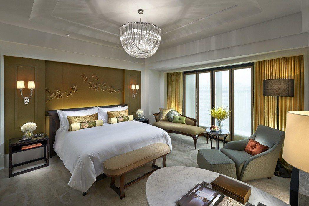台北文華東方酒店豪華客房臥室。