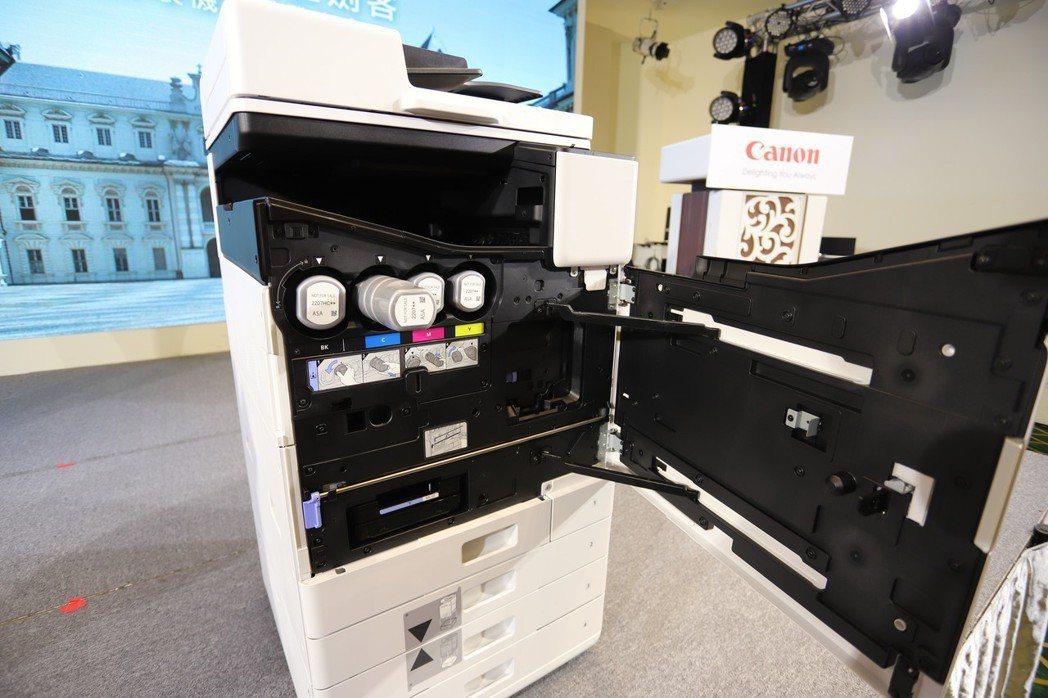商用噴墨複合機WG系列採模組化機構,利於員工自行維護。 彭子豪/攝影