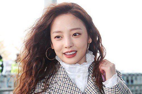 韓國女團Kara出身的具荷拉將通過日本音樂節目重新開始活動。25日上午,據日本TV報導,具荷拉將出演26日播出的日本音樂節目《東京電視台音樂節2019》重新開始活動。據悉,具荷拉近日與日本經紀公司簽...