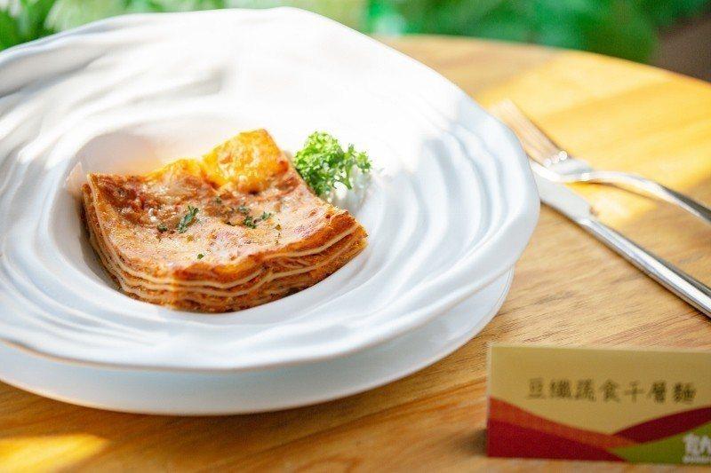 豆纖蔬食千層麵,透過網路銷售,2015年至今賣出50座台北101的高度。 業者/...