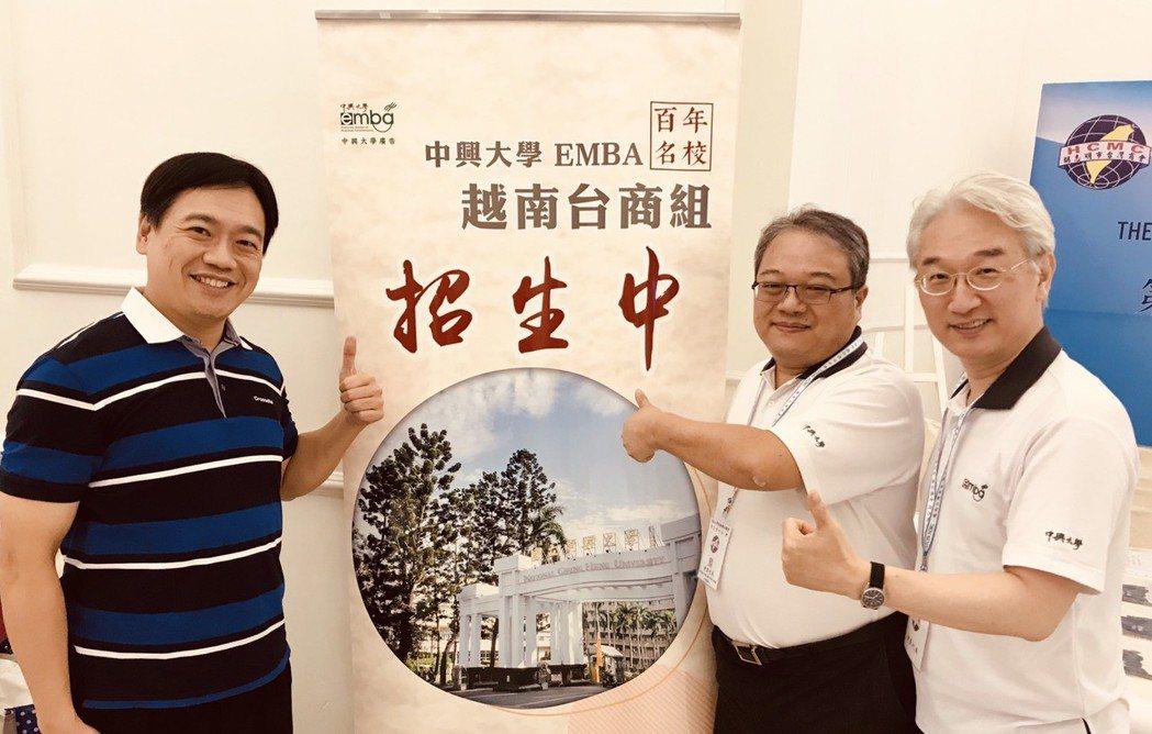 左一為TIRI副理事長郭宗霖;左二為中興大學EMBA執行長紀信義教授。 圖/TI...