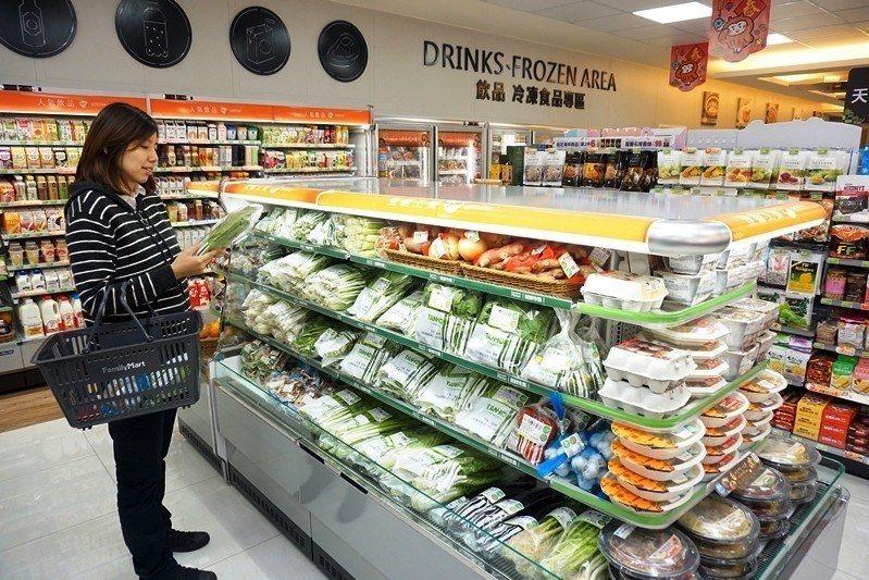 不少人把「有機」當作翻轉大眾對於農業存有又老又窮印象的契機。圖為超商內販售的有機食材。 圖/聯合報系資料照