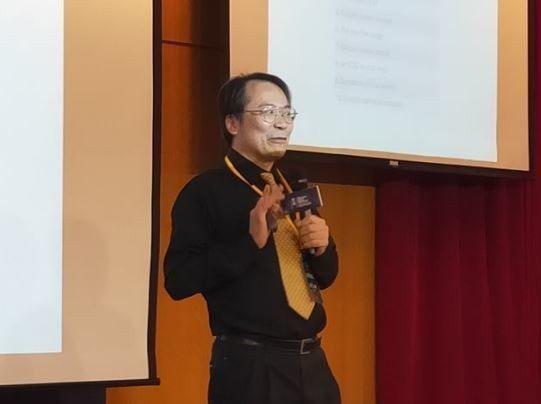 簡立峰表示,AI產業在智慧醫療跟自動駕駛會有很好發展,但是目前在法律責任歸屬下還有努力空間。(Photo by 呂翔禾/台灣醒報)