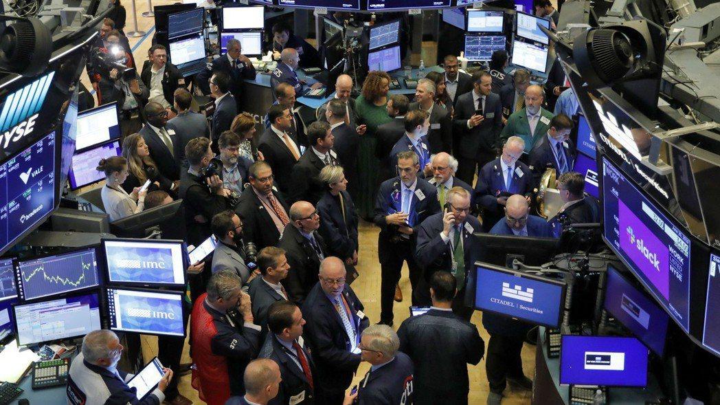 美股周一小幅波動,投資人等待本周G20峰會期間的川習會。  (美聯社)