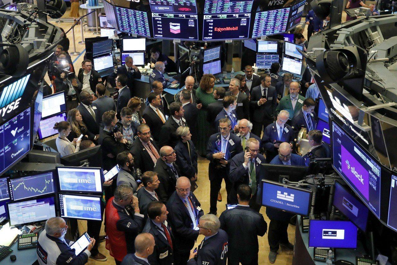 美股周一小幅波動,投資人等待本周G20峰會期間的川習會。 美聯社