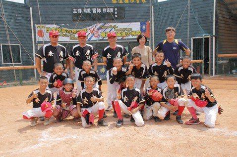 MLB CUP/台南安慶少棒初體驗 陳江和之子扛三棒