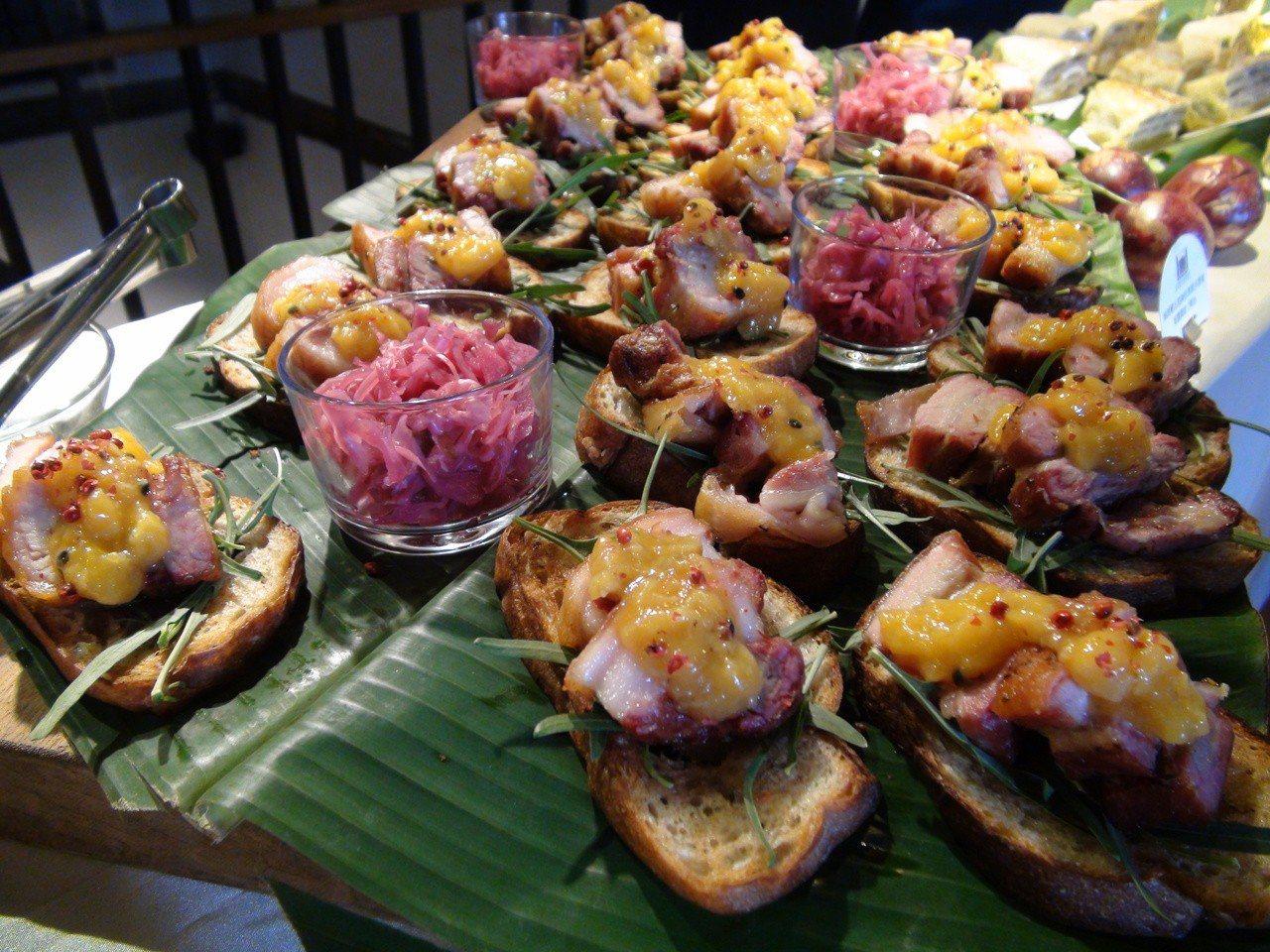 高雄市農業局今天宣布高雄市有5家度綠色友善餐廳推出夏季限定餐點,以香蕉為主題的創...