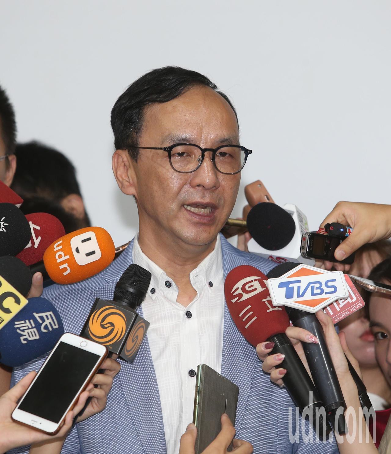 前衛生署長楊志良上午舉行新書「中華民國如何不亡」發表會,希望總統參選人接招,新北...