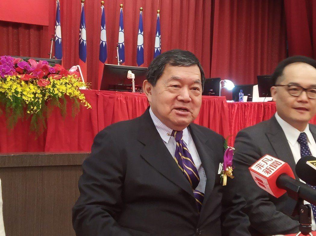 遠東百貨25日召開股東會,董事長徐旭東表示,今年下半年將會再開出三店,包括遠百信...