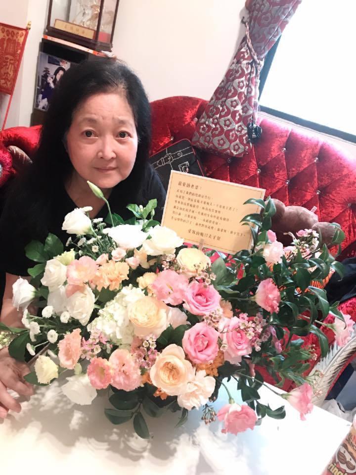 沛小嵐在靈堂度過與馬如龍結婚39周年紀念日。圖/摘自臉書