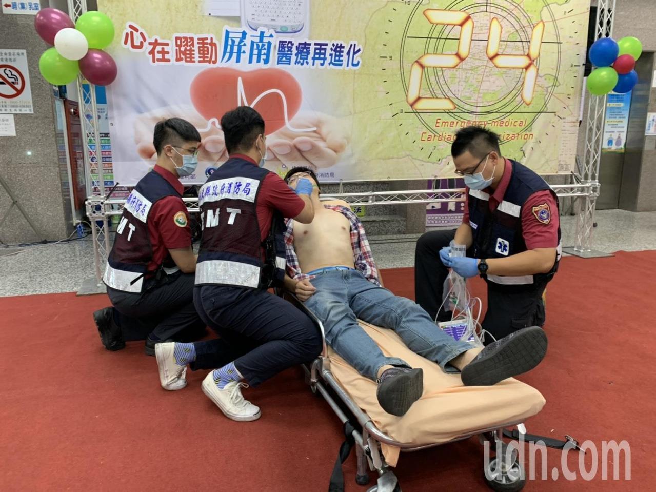 屏東縣枋寮醫院7月起成立24小時心導管室,搭配消防救護車上的12導程心電圖系統,...