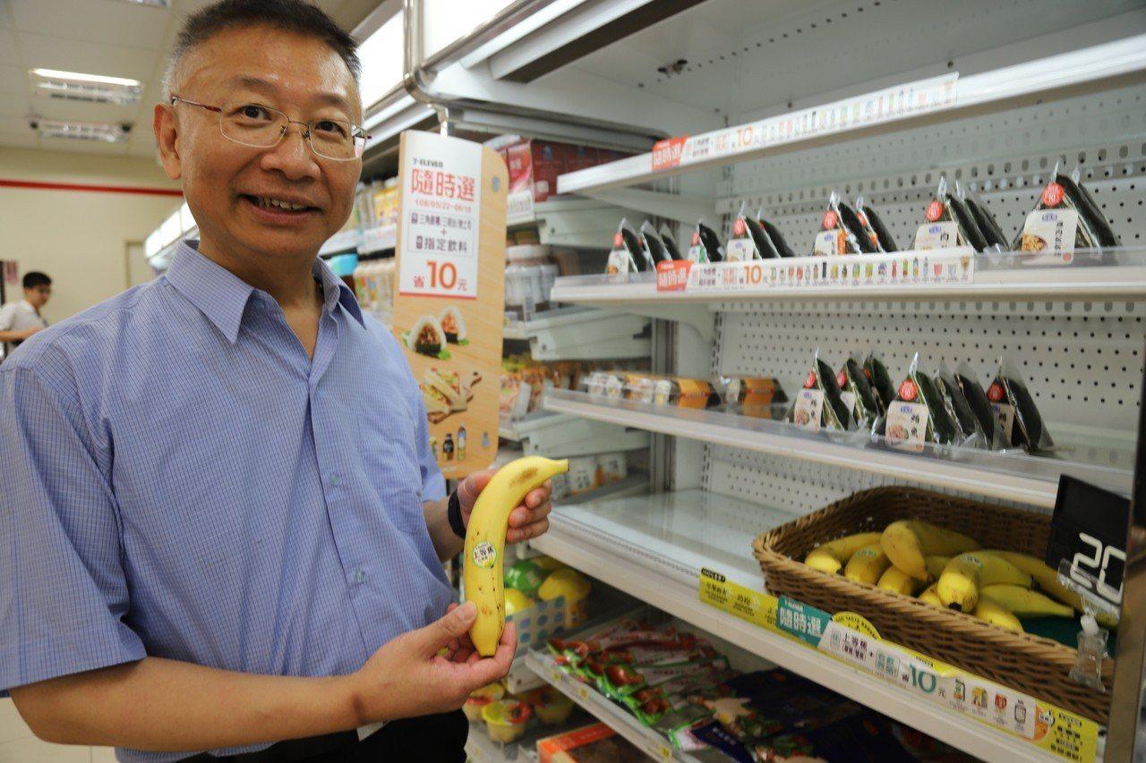 陳劍龍醫師靠著調整飲食習慣,成功瘦身,成效驚人,運動前他習慣吃香蕉,維持。圖/羅...