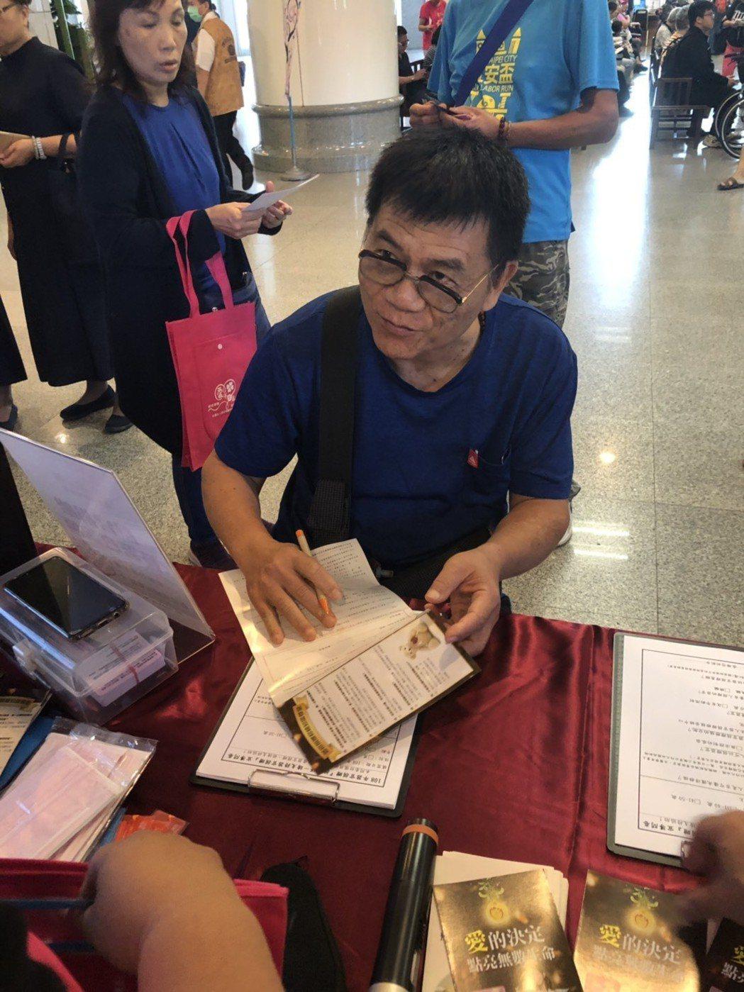 顏先生在65歲生日這天簽下器捐同意書,他說想留下器官幫助需要的人,這是給自己最棒...