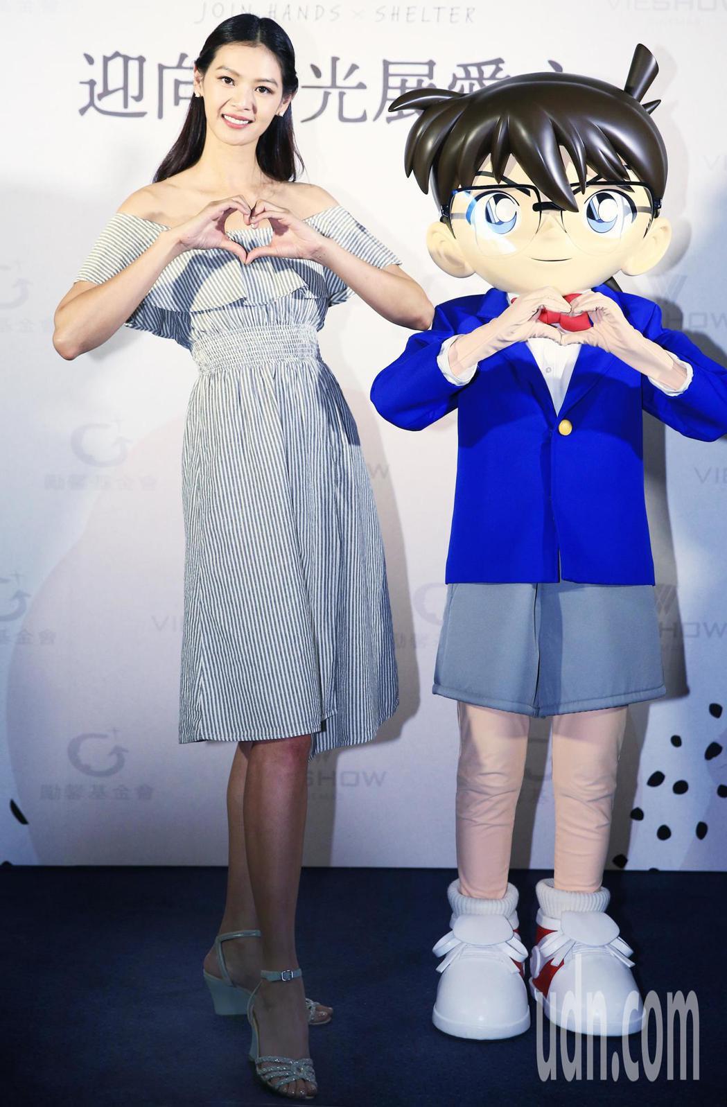超模林嘉綺(左)下午為慈善活動代言。記者陳正興/攝影