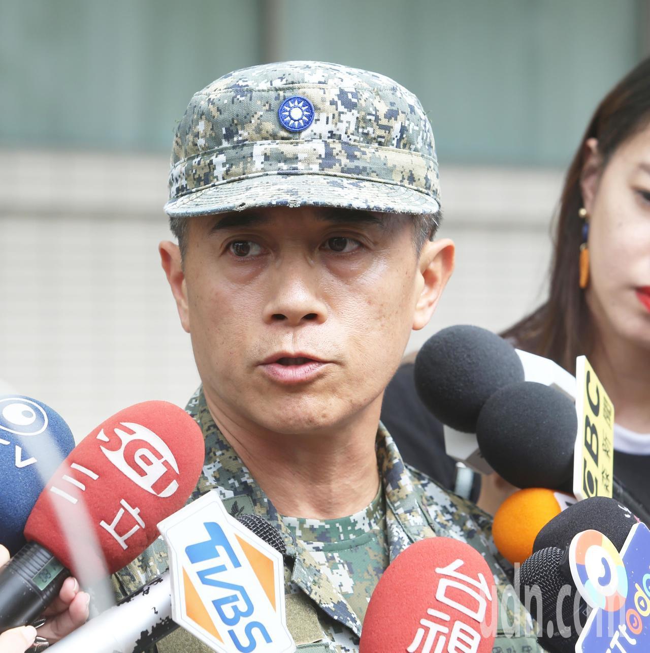 陸軍航空特戰指揮部政戰副主任梁庭蔚表示,今天上午陸軍航特部進行特戰跳傘訓練,其中...