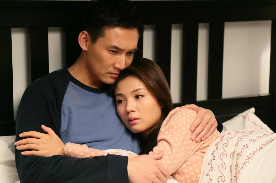劉濤(右)與張鐸在《老有所依》飾演一對夫妻。圖/年代提供