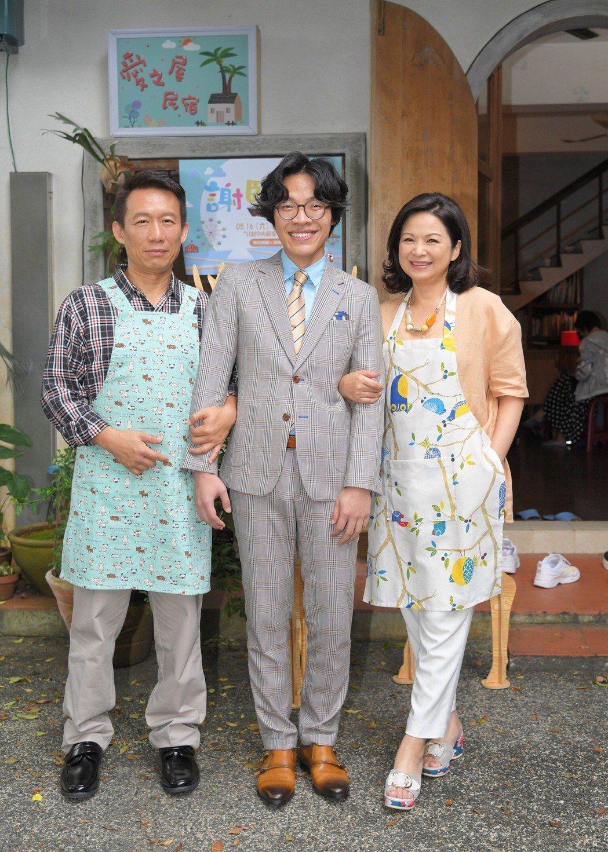 盧廣仲(中)得金鐘視帝後首度參加三立偶像劇「月村歡迎你」,和郭子乾(左)、楊貴媚...