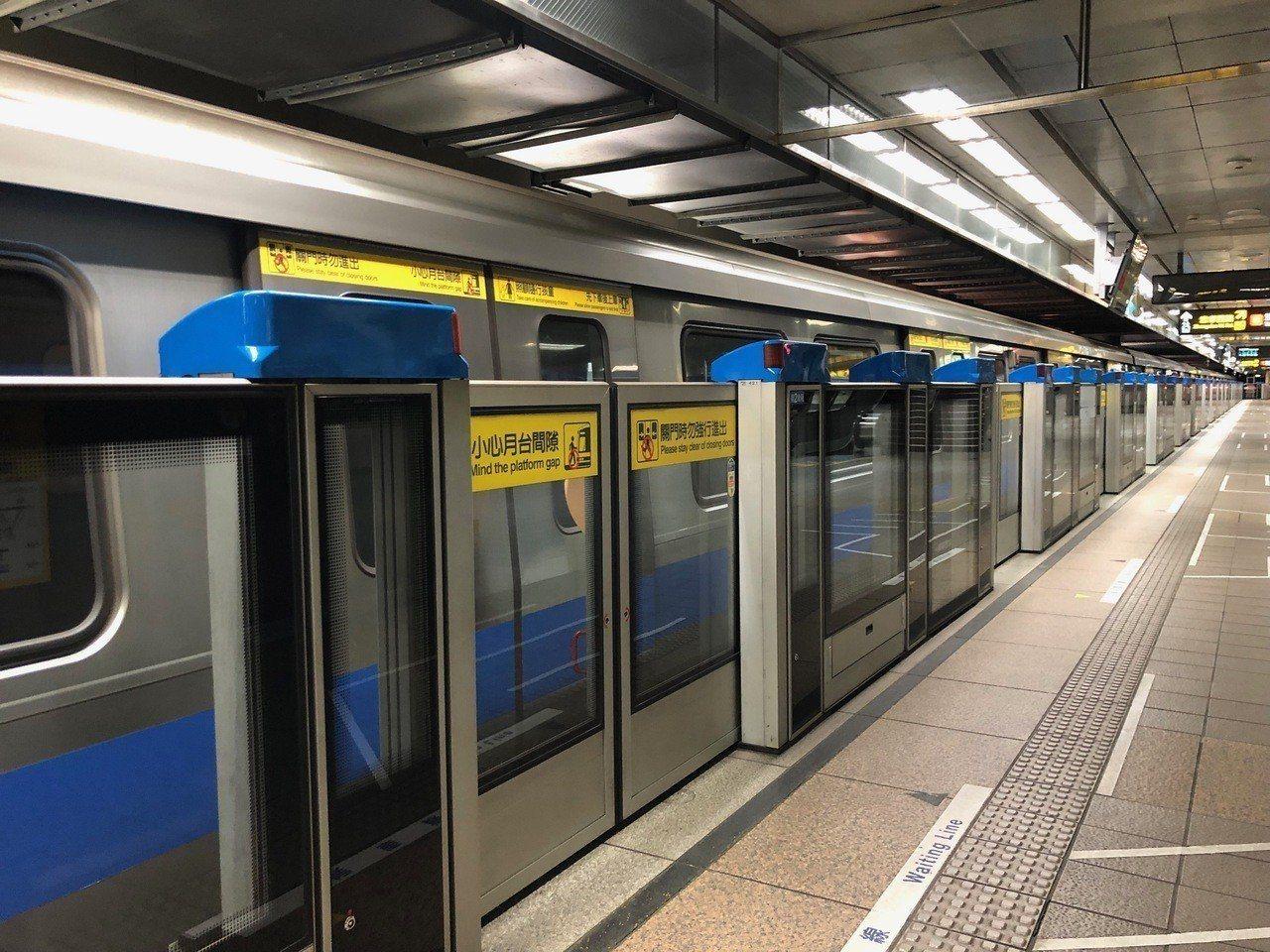 台北捷運公司、全林實業公司去年宣布,全線車站及列電聯車內,均設有免費WiFi,並...