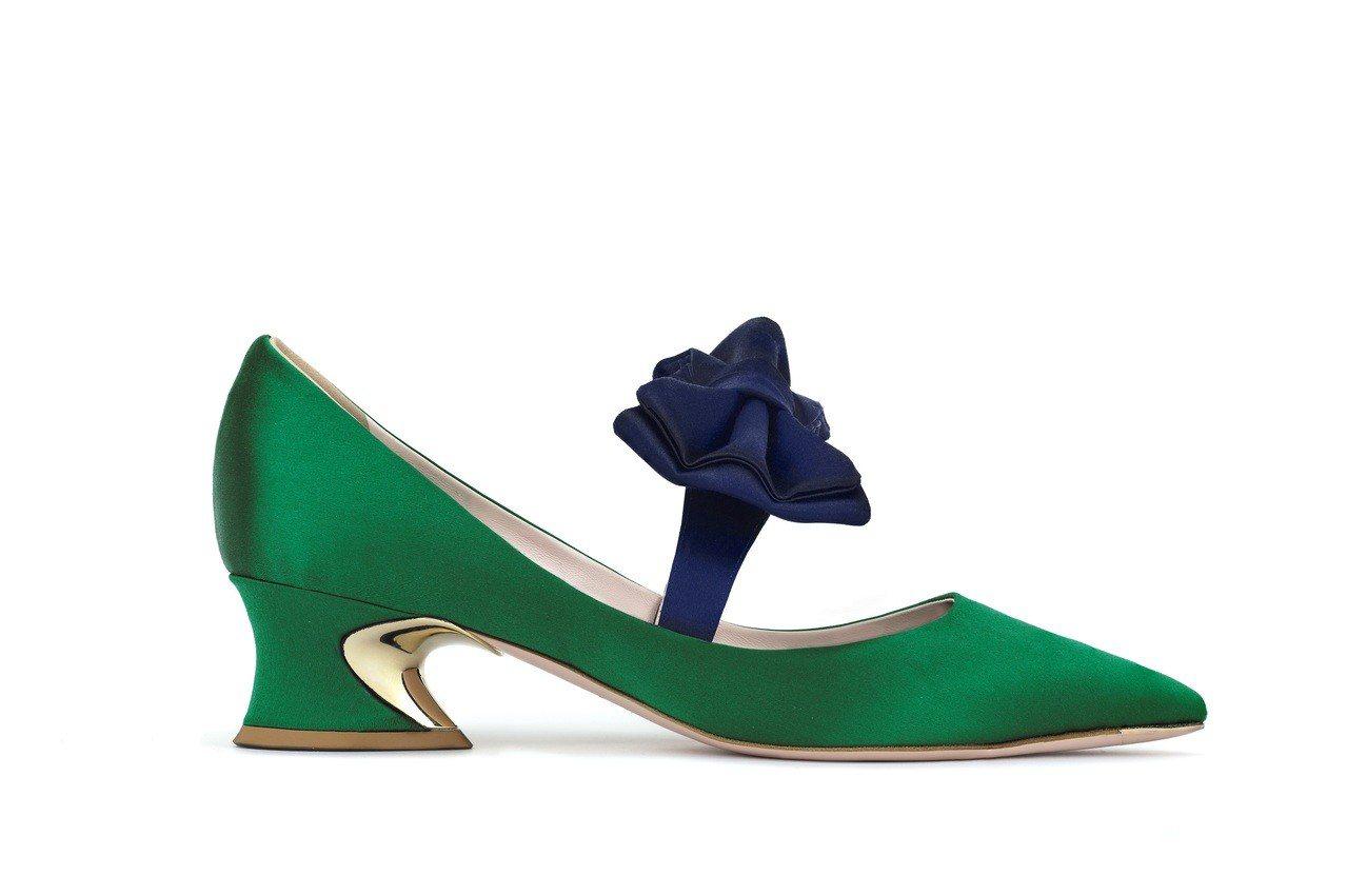 Roger Vivier Courbette 蝴蝶結光面緞跟鞋,售價37,000...