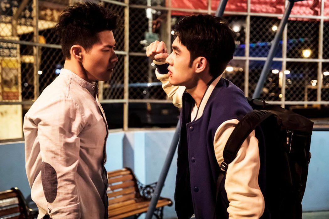 張書豪(右)與吳岳擎大打出手。圖/歐銻銻娛樂提供