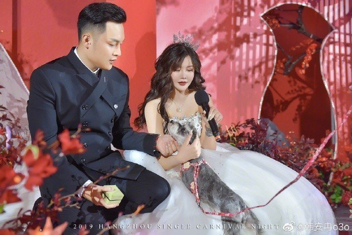大陸網紅韓安冉和老公小豬日前才辦婚禮。圖/摘自微博