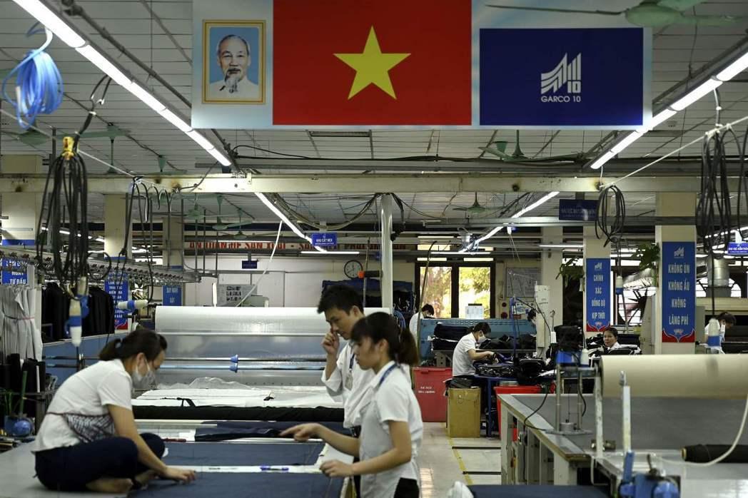 川普曾稱美國企業應將生產鏈移往中國以外其他國家,例如越南。 (法新社)