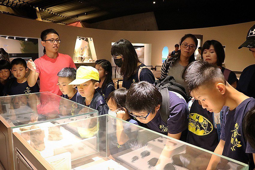 十三行推雙語考古導覽培訓營,通過考核能成為儲備導覽員。 十三行博物館/提供