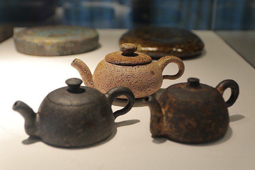 臺灣陶藝家葉文《茶壺組》。 陶博館/提供