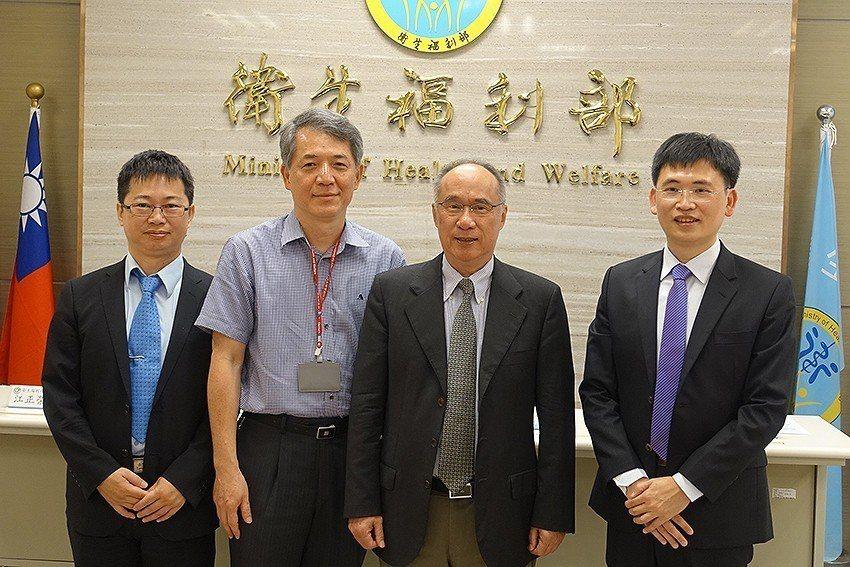 國衛院舉辦發表會,執行長劉士任(左起)、CDC副主任江正榮、院長梁賡義、副研究員...