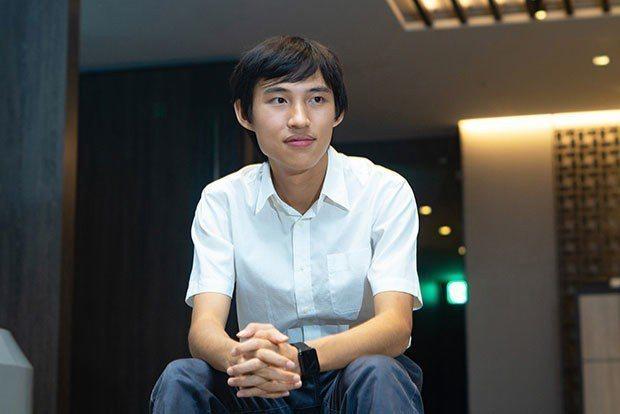 郭東穎的父母專業皆非資訊相關,一切學習都是源於他對程式的熱忱。他一路參加全國科展...