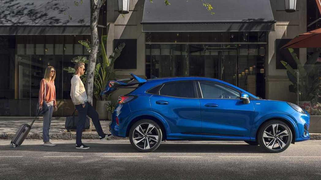 Ford Puma 配備腳踢式尾門。 摘自Ford