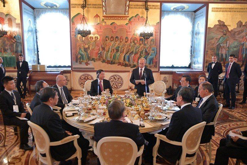 習近平在訪俄時固然和俄簽定了「新時代中俄全面戰略協作夥伴關係」。 圖/路透社