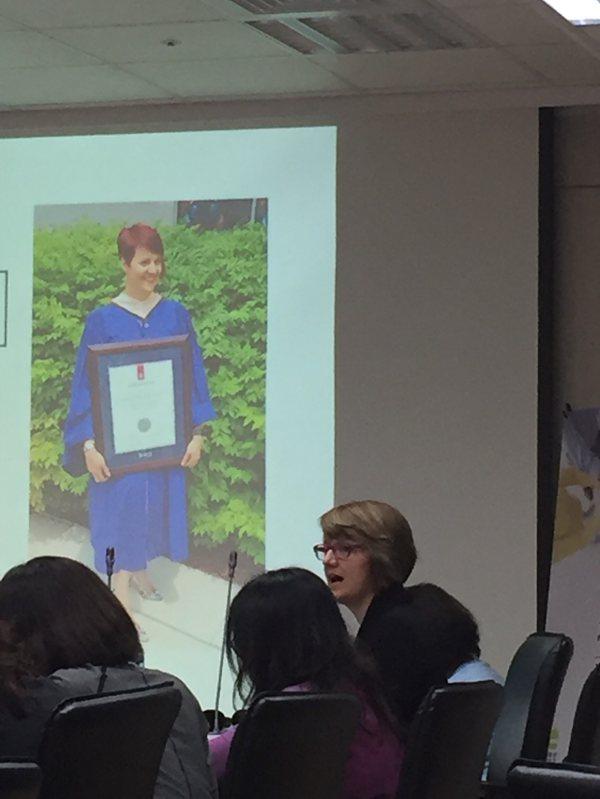 Bonnie Tompkins(加拿大慈悲關懷社區領導者)在奇美醫學中心帶領慈悲關懷城市工作坊的身影