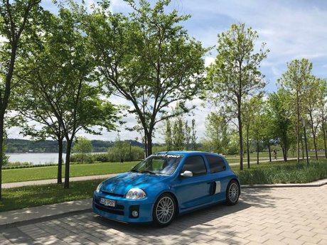 限量版Renault Clio V6釋出待售 經典鋼炮價值不減反增