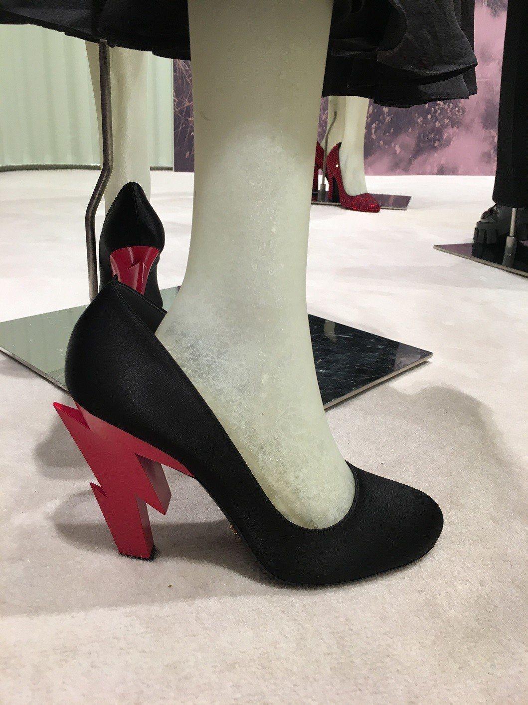 超有造型感的閃電鞋跟。記者吳曉涵/攝影