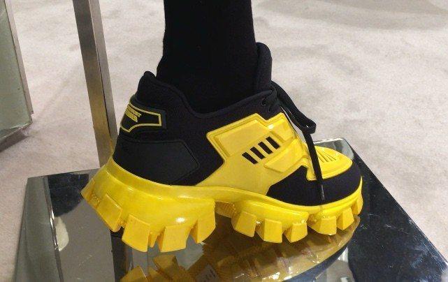 橡膠打造的Cloudbust Thunder鞋身裝飾與鞋底,遠看會以為是堅硬的壓...