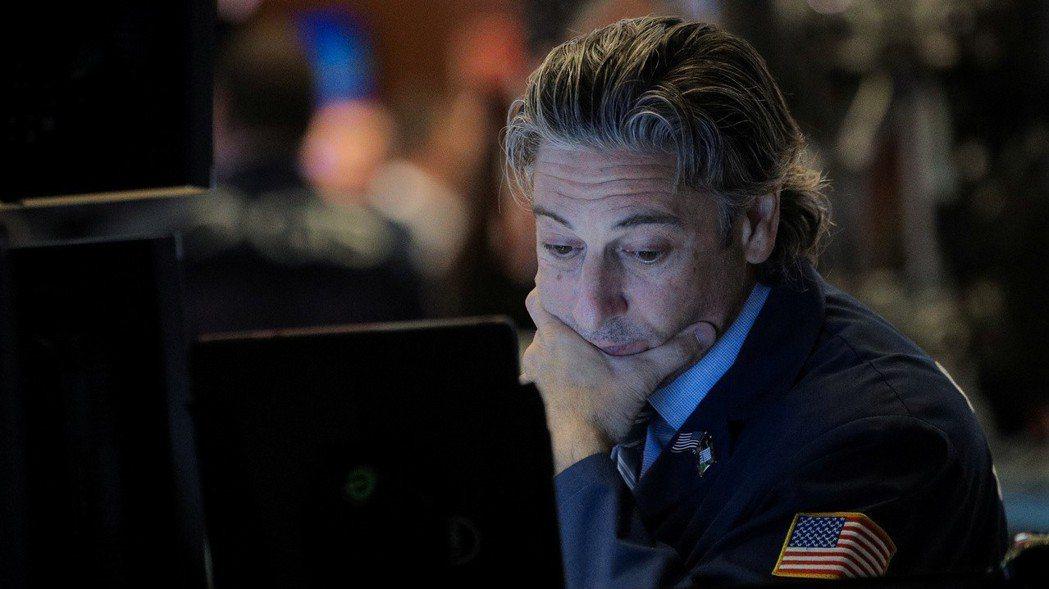 市場對Fed降息和美中貿易談判取得進展的預期降溫,美股挫跌。  (路透)