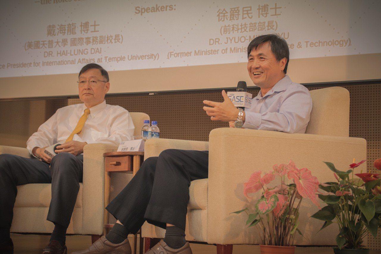 GASE邀請戴海龍(左)、徐爵民兩位大師對談。圖/GASE中心提供
