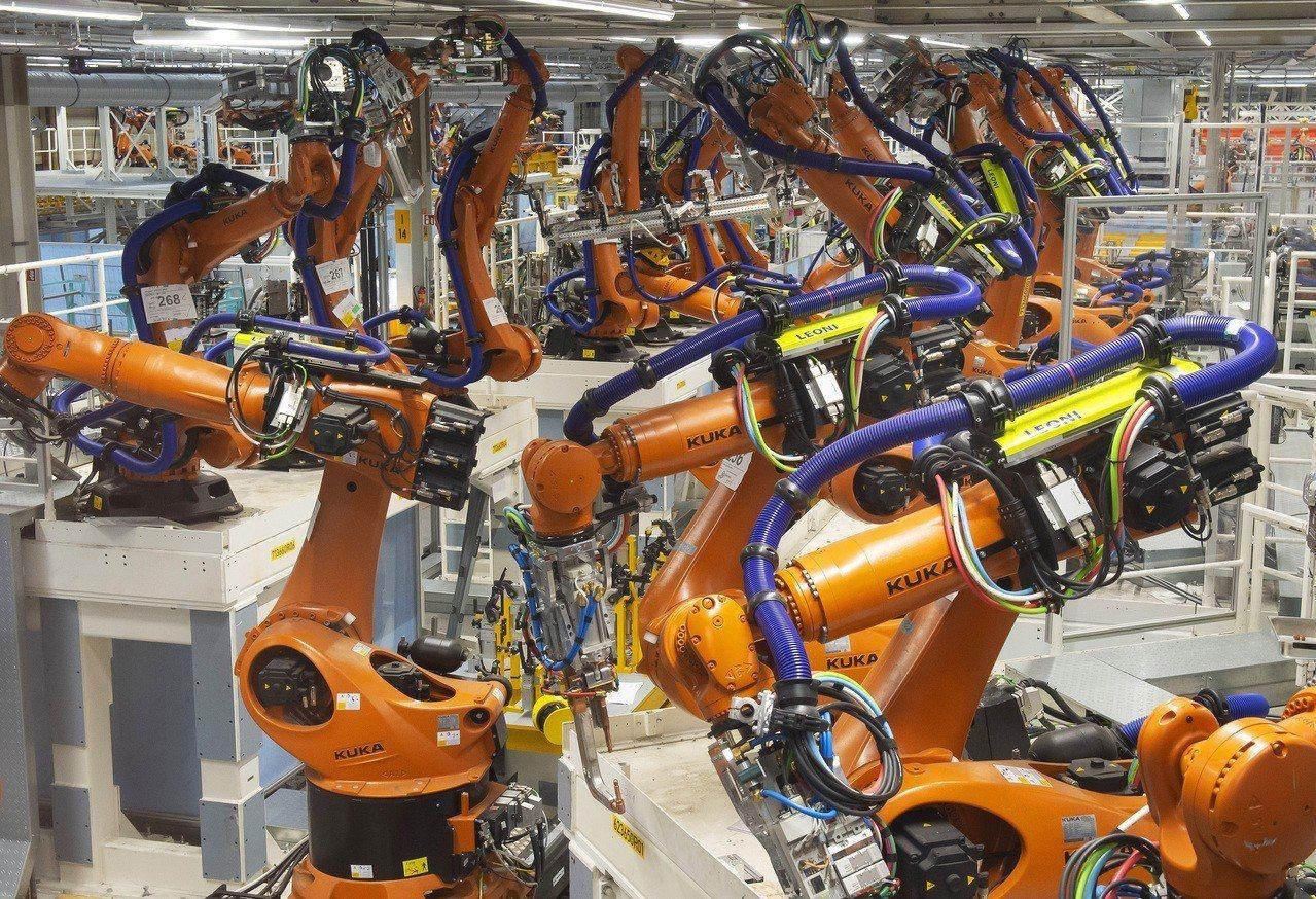 預計到2030年,全球約2000萬個製造業職位將被機器人取代。美聯社